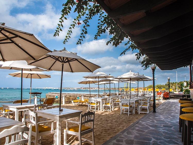 Damfjord Beach Bar